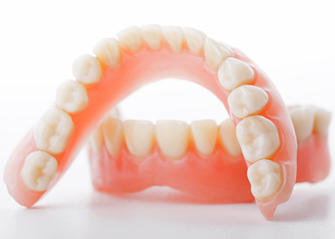 Съемный протез нижней челюсти